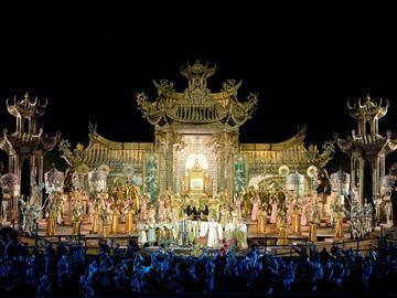 Turandot de Giacomo Puccini - Réalisé par Franco Zeffirelli